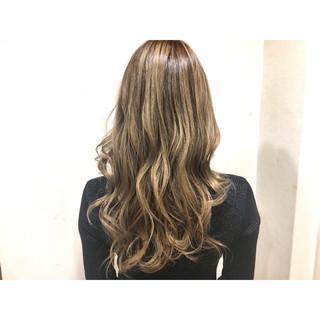セミロング 上品 インナーカラー エレガント ヘアスタイルや髪型の写真・画像