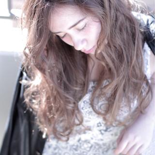 ウェーブ 外国人風 ロング ナチュラル ヘアスタイルや髪型の写真・画像