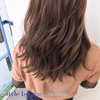 ベージュ ミディアム ブラウンベージュ 上品 ヘアスタイルや髪型の写真・画像