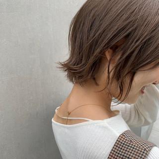 アンニュイほつれヘア ショートボブ ベージュ ミルクティーベージュ ヘアスタイルや髪型の写真・画像