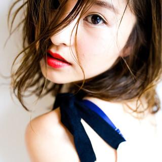 フェミニン アッシュ 外国人風 ナチュラル ヘアスタイルや髪型の写真・画像