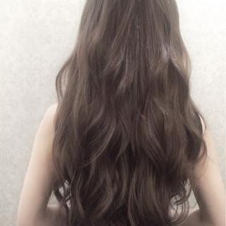ハイトーン アッシュグレージュ ナチュラル ロング ヘアスタイルや髪型の写真・画像