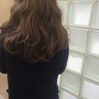 ストリート ロング ハイライト ベージュ ヘアスタイルや髪型の写真・画像