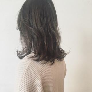 くせ毛風 アッシュ 外国人風 ミディアム ヘアスタイルや髪型の写真・画像
