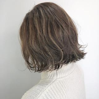 大人可愛い 切りっぱなしボブ ボブ ベージュ ヘアスタイルや髪型の写真・画像