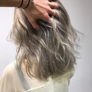 エレガント ハイトーン アッシュ ミディアム ヘアスタイルや髪型の写真・画像 ヘアスタイルや髪型の写真・画像