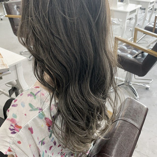 透明感カラー ロング グレージュ ミルクティーグレージュ ヘアスタイルや髪型の写真・画像