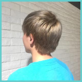 ダブルカラー ショート ハイトーン メンズ ヘアスタイルや髪型の写真・画像