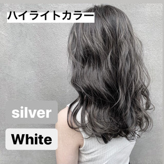 アッシュグレージュ ナチュラル グレージュ セミロング ヘアスタイルや髪型の写真・画像
