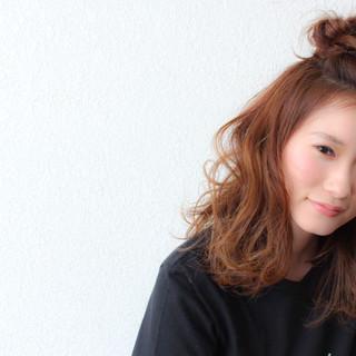リラックス アンニュイ ヘアアレンジ ミディアム ヘアスタイルや髪型の写真・画像
