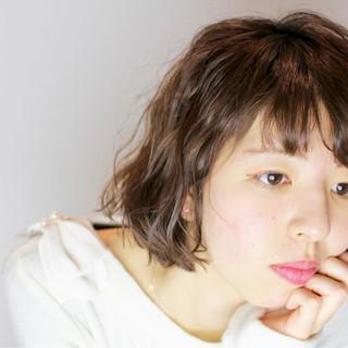 ニュアンス ミルクティー 色気 小顔 ヘアスタイルや髪型の写真・画像