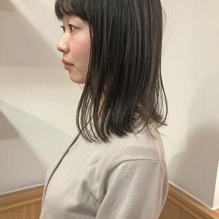 ミディアム 切りっぱなし 外ハネ ナチュラル ヘアスタイルや髪型の写真・画像