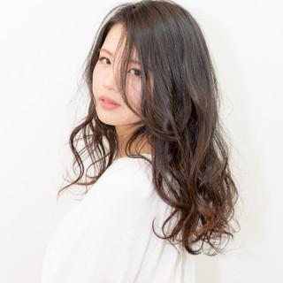 アンニュイほつれヘア 大人かわいい 大人女子 ナチュラル ヘアスタイルや髪型の写真・画像 ヘアスタイルや髪型の写真・画像