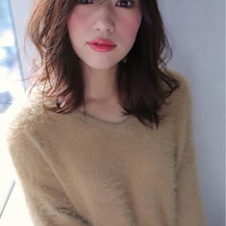 冬 外ハネ ミディアム ブラウン ヘアスタイルや髪型の写真・画像