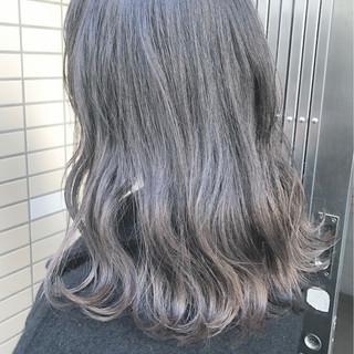 ブリーチ アッシュグレージュ セミロング グレージュ ヘアスタイルや髪型の写真・画像