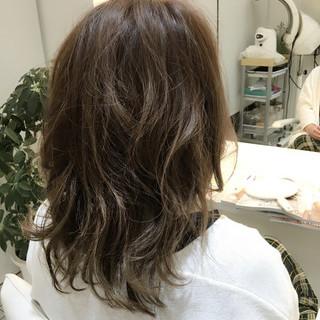 アッシュ ブリーチ ハイライト グラデーションカラー ヘアスタイルや髪型の写真・画像