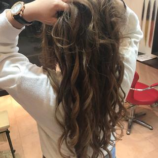 抜け感 巻き髪 大人かわいい ハイライト ヘアスタイルや髪型の写真・画像