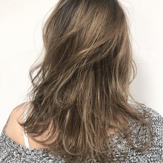 ハイライト ナチュラル グレージュ アッシュグレージュ ヘアスタイルや髪型の写真・画像