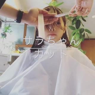 フェミニン ミディアム 鎖骨ミディアム 前髪パッツン ヘアスタイルや髪型の写真・画像