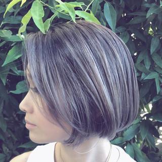 ボブ グラデーションカラー 透明感 グレージュ ヘアスタイルや髪型の写真・画像