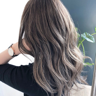 ハイトーン ミルクティーベージュ ヘアアレンジ ロング ヘアスタイルや髪型の写真・画像