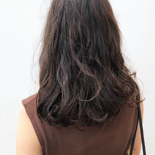 ナチュラル セミロング アウトドア 大人かわいい ヘアスタイルや髪型の写真・画像