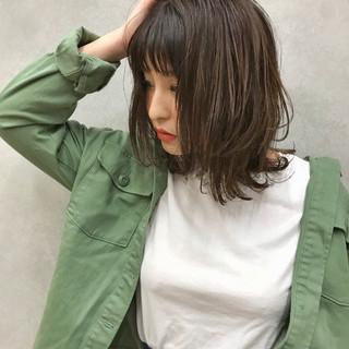 デート 簡単 波ウェーブ 前髪あり ヘアスタイルや髪型の写真・画像