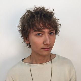 外国人風 ハイライト ボーイッシュ メンズ ヘアスタイルや髪型の写真・画像