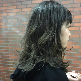 ウルフカット ミディアム イルミナカラー グラデーションカラー ヘアスタイルや髪型の写真・画像