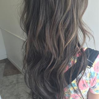 外国人風 アッシュ グラデーションカラー ハイライト ヘアスタイルや髪型の写真・画像