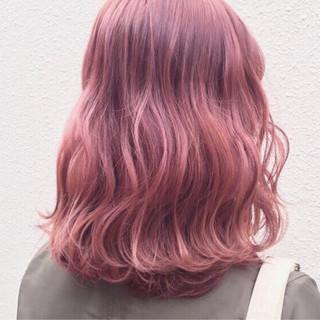 ミディアム 透明感 ピンク ストリート ヘアスタイルや髪型の写真・画像