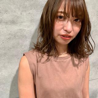 ミディアム フェミニン 可愛い ミディアムレイヤー ヘアスタイルや髪型の写真・画像