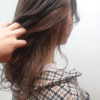 アッシュ ブリーチなし セミロング 無造作パーマ ヘアスタイルや髪型の写真・画像