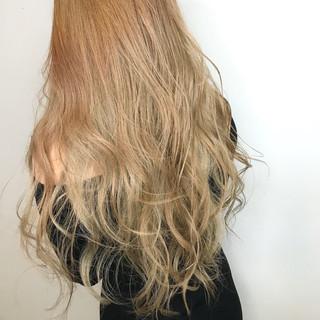 ミルクティー ナチュラル ロング ミルクティーブラウン ヘアスタイルや髪型の写真・画像