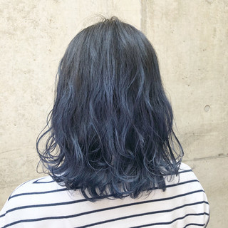 グレージュ アッシュグレー ネイビー ミディアム ヘアスタイルや髪型の写真・画像
