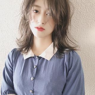 ミディアム ミルクティーベージュ ミルクティカラー ヌーディベージュ ヘアスタイルや髪型の写真・画像