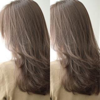 ナチュラル グレージュ ロング ハイライト ヘアスタイルや髪型の写真・画像