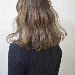 外国人風 ナチュラル 大人かわいい セミロング ヘアスタイルや髪型の写真・画像