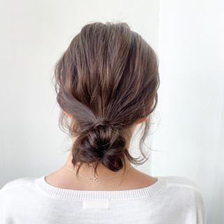 お団子アレンジ ナチュラル デート ヘアアレンジ ヘアスタイルや髪型の写真・画像 ヘアスタイルや髪型の写真・画像