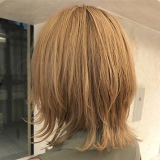 ウルフカット 外ハネ ミディアム ショート ヘアスタイルや髪型の写真・画像
