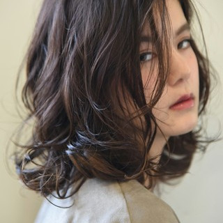 ミディアム ロブ 透明感 インナーカラー ヘアスタイルや髪型の写真・画像 ヘアスタイルや髪型の写真・画像