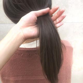 カーキアッシュ オリーブアッシュ ナチュラル ハイライト ヘアスタイルや髪型の写真・画像