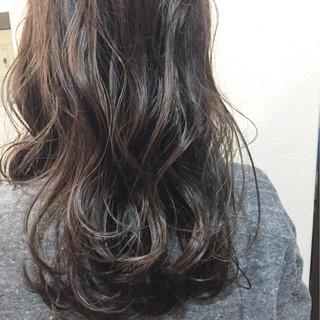暗髪 フェミニン ハイライト セミロング ヘアスタイルや髪型の写真・画像