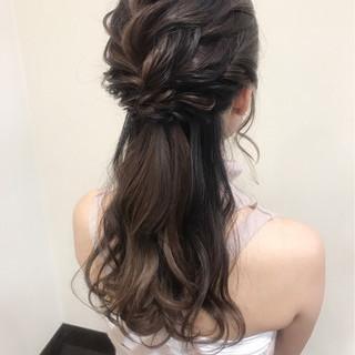 デート フェミニン ハーフアップ ヘアアレンジ ヘアスタイルや髪型の写真・画像