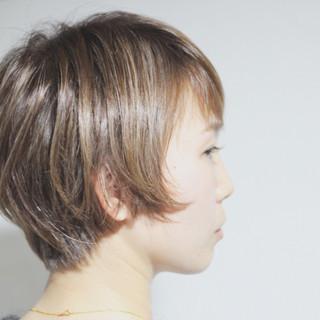 グレージュ ナチュラル 大人ハイライト コントラストハイライト ヘアスタイルや髪型の写真・画像