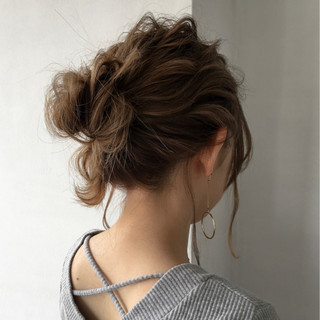 コンサバ ルーズ 波ウェーブ ミディアム ヘアスタイルや髪型の写真・画像