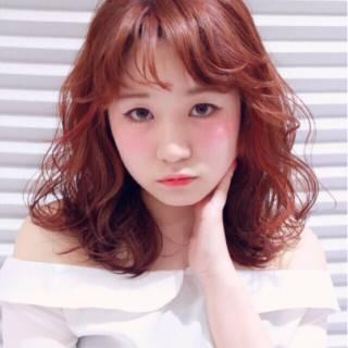 ミディアム おフェロ シースルーバング フェミニン ヘアスタイルや髪型の写真・画像