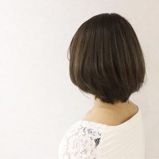 ボブ アッシュ グレージュ ナチュラル ヘアスタイルや髪型の写真・画像