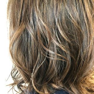 ネイビーアッシュ ヘアアレンジ グレージュ ナチュラル ヘアスタイルや髪型の写真・画像
