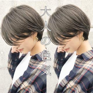 グレージュ デート ショート ナチュラル ヘアスタイルや髪型の写真・画像